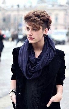 Androgynous style- I absolutely adore this hair #boyishpixiecut #androgynoushair