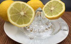 Jus de citron avec de l'eau pure tiède