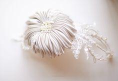 Copricapo da sposa, fiori fatti a mano di sposa, stile Nicole, italiano fatto di JonidaSmakaj su Etsy https://www.etsy.com/it/listing/216294372/copricapo-da-sposa-fiori-fatti-a-mano-di