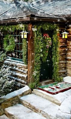32 Cozy Rustic Outdoor Christmas Decoration Ideas - About-Ruth Log Cabin Christmas, Noel Christmas, Country Christmas, Outdoor Christmas, All Things Christmas, Winter Christmas, Christmas Greenery, Cottage Christmas, Woodland Christmas