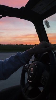 sunset vsco jeep Source by decoralpauline. Sky Aesthetic, Summer Aesthetic, Summer Nights, Summer Vibes, Summer Sunset, Pretty Sky, Summer Goals, Foto Pose, Jeep Life
