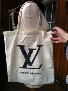 DIY Lord Voldemort Bag, it'd be a cool book bag Harry Potter Style, Harry Potter Shop, Lord Voldemort, Diy Tote Bag, Reusable Tote Bags, Diy Bags, Harry Potter Laden, Harry Potter Canvas, Quick Crafts