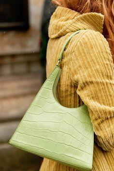 5 Trendy Handbag Colors That Are Winning Spring 2020 - Spring Handbag Colors - Spring Handbags, Trendy Handbags, Blue Handbags, New Handbags, Copenhagen Street Style, New York Street Style, Spring Fashion Trends, Spring Trends, Green Handbag
