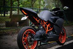 KTM RC 390 Charcoal Grey Edition by WrapCraft: KTM is undoubtedly the new hope for performance lovers of India. Diy Seat Covers, Ktm Rc 200, Ktm Motorcycles, Bike Pic, Bike Photo, Ktm Duke, Duke Bike, Classy Cars, Ford Shelby