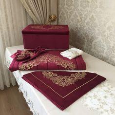 Nakışlı Seccade Takımı | Bordo Prayer Rug, Sewing Dolls, Embroidery Patterns, Couture, Marie, Prayers, Decorative Boxes, Wedding Decorations, Bridal