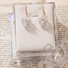 Cercei, realizati din margele din sticla de murano si baza placata cu aur. Inediti dar usor de asortat, acesti cercei, sunt o bijuterie pe care ti-o recomandam cu, caldura. Aur, Hoop Earrings, Jewelry, Jewellery Making, Jewerly, Jewelery, Jewels, Jewlery, Circle Earrings