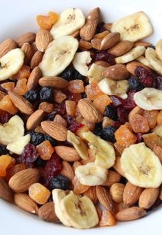 Skinny Mom's, Skinny Blueberry Almond Trail Mix is a must have healthy snack! Its low calories with only 223 calories per serving!