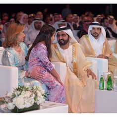 Haya bint Al Hussein, Al Jalila bint Mohammed bin Rashid Al Maktoum, Mohammed bin Rashid bin Saeed Al Maktoum y Hamdan bin Mohammed bin Rashid Al Maktoum, 14/01/2016. Vía: khalifasaeed
