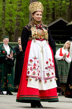 Traditional Bridal costume from Eastern Telemark, Norway. Early 1800s.