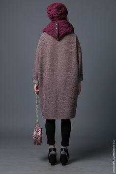 Купить или заказать Пальто шерстяное оверсайз  Шанелька в интернет-магазине на Ярмарке Мастеров. Пальто продано. Заказать можно в другой ткани. Модель из дизайнерской пальтовой ткани букле необычного фасона дымчатого оттенка, с вплетенными по горизонтали серебристыми нитями, а по диагонали -медными. В составе шерсть и мохер. Теплое пальто, из которого потом сразу в пуховик или в шубку. Силуэт кокон - наш удобный и комфортный оверсайз, мягкие линии которого подходят всем.