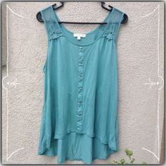 Teal Top Cute Top with crochet detail on shoulder.. Worn once  Pearl Tops