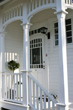 Crisp white weatherboard with the quaintest veranda. Weatherboard House, Queenslander, White Cottage, Cottage Chic, Cottage Style, House With Porch, House Front, Side Porch, Porch Roof