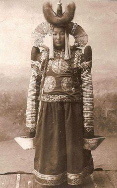 mongolian wealthy lady - conical headdress