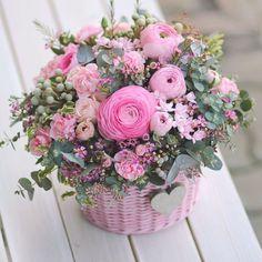 New Basket Flower Arrangements Rustic 67 Ideas Amazing Flowers, Silk Flowers, Spring Flowers, Paper Flowers, Beautiful Flowers, Basket Flower Arrangements, Beautiful Flower Arrangements, Floral Arrangements, Deco Floral