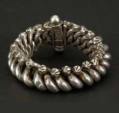 Bracciale Rajasthan, nord ovest India Prima metà 1900 Bracciale Rajasthan, nord ovest India. Born originally as an ankle bracelet, this ornament can be adapted as a bracelet. The hole thing is held by a screw.