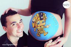 Body painting para embarazada con barriga pintada con dibujo de mini guerrero de La que pinta con barriga pintada con dibujo de bebé en  de La que pinta en Barcelona