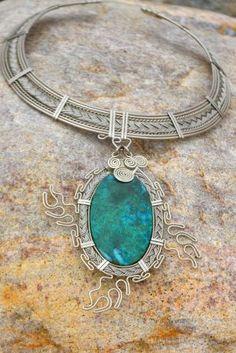 Rumi Sumaq Waves Necklace worn by Esperanza Spalding