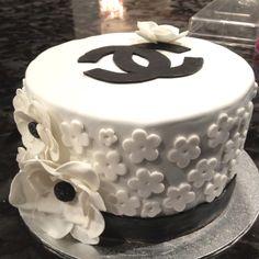 Chanel inspired fondant cake