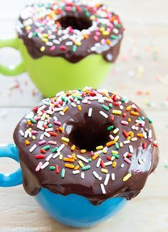 Donut Mug Cake. Donut Mug Cake. Tastes like a donut muffin but cooks in the microwave and is ready in minutes! Mug Cakes, Cake Mug, Individual Desserts, Easy Desserts, Dessert Recipes, Dessert Ideas, Donut Muffins, Baked Donuts, Old Fashioned Donut