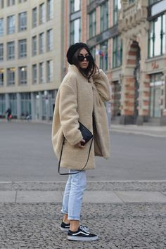 Fashion Winter Chic European Source by cultseaa Winter fashion European Street Style, European Fashion, Fashion Week, Boho Fashion, Winter Fashion, Womens Fashion, Fashion Boots, Fashion Ideas, Fashion Trends