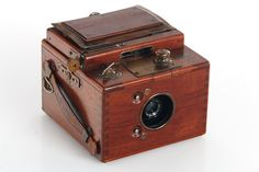 """Houghton Ensign Roll Film Reflex Tropical, very rare 120 rollfilm tropical SLR camera, good cosmetic condition with complete brass hardware, viewing bellows not folding properly, shutter sticky, Aldis Anastigmat 7.7/4.25"""" lens"""