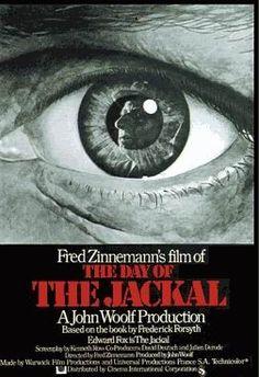 The Day of the Jackal (1971, Etats-Unis) est à l'origine un livre de Frederick Forsyth. En 1973, il a été adapté au cinéma par Fred Zinnemann .. avec avec : Edward Fox (le Chacal), Terence Alexander (Lloyd), Michel Auclair (Colonel Rolland), Alan Badel (le prêtre), Tony Britton (Inspecteur Thomas), Denis Carey (Casson), Adrien Cayla-Legrand (le Président Charles De Gaulle), etc.