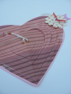 "Pull the ""heart string"" to reveal valentine message! I'm gonna make this for hubby :)"