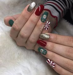 Wonderful gold glitter, candy cane, green, and red Christmas nails! Christmas Nails Glitter, Chistmas Nails, Xmas Nails, Holiday Nails, Gold Glitter, Snowflake Nails, Christmas Makeup, Christmas Nail Art Designs, Best Nail Art Designs