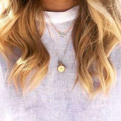 Cheveux vagués et bijoux minimalistes  #lookdujour #ldj #wavyhair #beachwaves #blonde #waves #hair #hairinspo #jewel #jewely #minimalist #inspiration #SwitchTesFripes #regram  @elle_ferguson