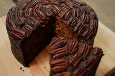 This Creole Christmas Fruitcake has its origin in the Caribbean. Unlike the traditional Christmas fruit cake, this cake has a combination of various… Recipe Scrapbook, Christmas Traditions, Christmas Fruitcake, Muffin, Xmas, Cookies, Chocolate, Breakfast, Desserts