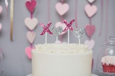 xoxo glittered cake topper {styling by Floridian Weddings, photography by Kat Braman}