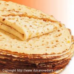 Romanian pancakes are similar to French crepes but they are more like a light,thin pancake. Like crepes they can be prepared with a savory or sweet filling. Unlike French crepes they do not get dry and they can be kept in the refrigerator and reheated. French Crepes, Kolaci I Torte, Good Food, Yummy Food, Romanian Food, Romanian Recipes, Crepe Recipes, Pancakes And Waffles, Sweet Recipes