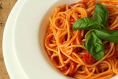 5 Easy Steps to a Simple Tomato Sauce