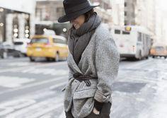 Serás la más cool sacando el tiburón que llevas dentro. Pantone dice que el gris es tendencia ¿quieres inspirarte? http://chezagnes.blogspot.com/2016/09/Sharkskin-Pantone.html #sharkskin #pantone #fashion #moda #streetstyle