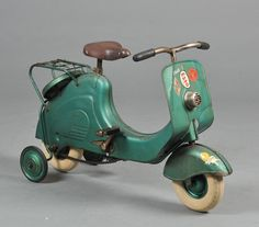 Scooter Tricycle, c. Vespa Vintage, Vintage Bicycles, Vintage Toys, Tricycle, Miniatur Motor, Scooter Motorcycle, Motor Scooters, Metal Toys, Kids Ride On