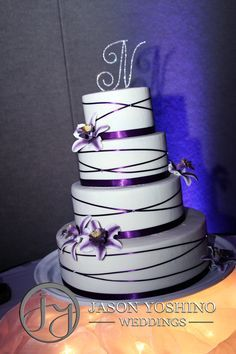 AMAZING! The formal wedding cake my mom will make back home.