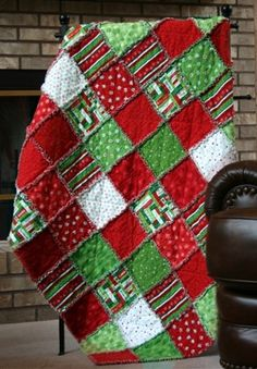 What a fabulous Christmas Quilt!  Make rag quilt with Christmas flannels!