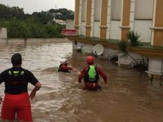 Young woman drowns after becoming trapped in Costa del Sol floods :http://www.theolivepress.es/spain-news/2016/12/04/breaking-youngg-woman-drowns-after-becoming-trapped-in-costa-del-sol-floods/