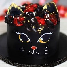 🤔😋 ⠀ ⠀ Stay with 👉👉 to joy amazing desserts 🍩🍰😋 ⠀ ⠀ Credits by ⠀ ⠀ Tag in your… Pretty Cakes, Cute Cakes, Beautiful Cakes, Amazing Cakes, Cake Decorating Techniques, Cake Decorating Tips, Fondant Cakes, Cupcake Cakes, Fondant Bow