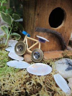 Amazing diy fairy house ideas 25 cute diy fairy furniture and accessories for an adorable fairy garden Mini Fairy Garden, Fairy Garden Houses, Gnome Garden, Diy Fairy House, Fairy Houses Kids, Fairies Garden, Fairy Crafts, Garden Crafts, Garden Ideas