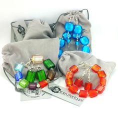 Komplet biżuteriidamskiej wykonany ręcznie. Kolczyki i bransoletkazkolorowego szkła weneckiego i elementów w kolorze srebrnym.