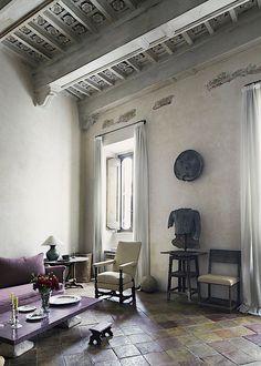 Beam design? Corbel design? Simon Watson / Interiors / Labeque & Axel Vervoordt Rome