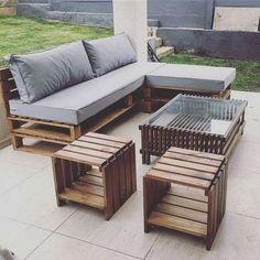 Divanetto con bancali - Divano con cuscini grigi e chaise lounge - Sofa with pallets - Sofa with gray cushions and chaise lounge