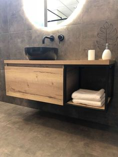 Natural oak furniture with black regal, black surface-mounted washbasin with a black recessed . - Pinies , Natural oak furniture with black regal, black surface-mounted washbasin with a black recessed . Relaxing Bathroom, Small Bathroom, Bathroom Ideas, Bathroom Organization, Bad Inspiration, Bathroom Inspiration, Toilette Design, Rustic Vanity, Black Shelves