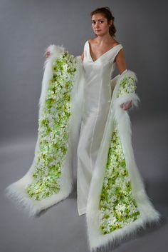 Floral Fashion, Fashion Dresses, Art Floral, Floral Design, Flower Costume, Bridal Flowers, Flower Dresses, Mode Style, Flower Designs