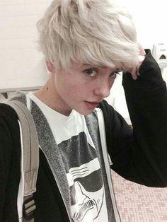 #short #silver #hair #haircut #boyish #girl #cute #butch #lesbian #teen #freckles #tomboy