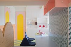 A Palette of Pastels Permeate Prolifically Within This Japanese Apartment - Design Milk Tokyo Apartment, Japanese Apartment, Apartment Renovation, Apartment Design, Japanese Bathroom, British Architecture, Yellow Bathrooms, Single Bedroom, Textured Wallpaper