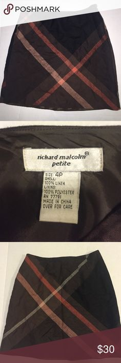 Richard Malcom petite 100% Irish linen skirt - 4P Great brown plaid pattern 100% Irish linen - lining is 100%polyester - pre owned but in good condition - no stains or flaws richard malcolm Skirts