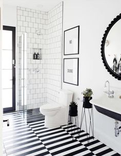 31 Interesting Black And White Bathroom Design Ideas. If you are looking for Black And White Bathroom Design Ideas, You come to the right place. Below are the Black And White Bathroom Design Ideas. Black And White Interior, Black And White Tiles, Black And White Furniture, Black And White Design, White Art, White Walls, Timeless Bathroom, Modern Bathroom, Classic Bathroom