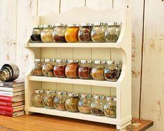 Wood Spice Rack, Diy Spice Rack, Spice Storage, Spice Organization, Diy Kitchen Storage, Kitchen Shelves, Jar Storage, Storage Ideas, Hidden Storage